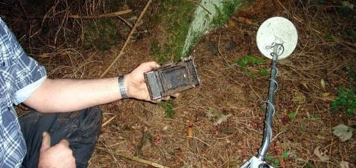 When detectorists found US Soldier and his photo camera of WW2 era (result and photos!+)